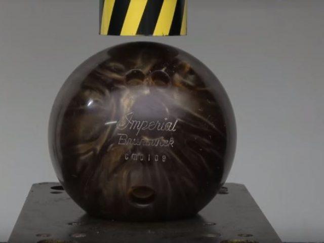 Bowling ball vs hydraulic press – 100ton